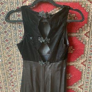 🤤velvet and silk dress with unique closure
